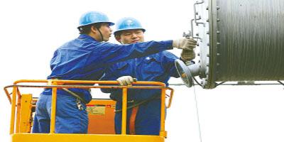 在组装三相变压器时的套管安装细节